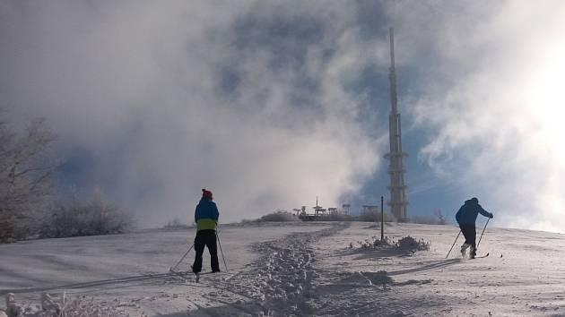Skvělá zpráva pro příznivce běžkařského lyžování. O víkendu byla prošlápnutá stopa na Velkou Javořinu.