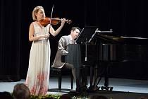 Umění ve hře na housle dopomohlo jednadvacetileté Karolině Kukolové ke studiu na prestižní americké univerzitě.