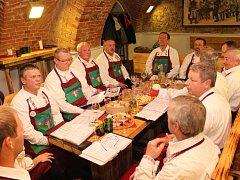 V Galerii slováckých vín v Uherském Hradišti zkoušel mužský sbor z Boršic.