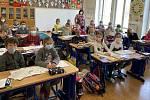 Velehradská škola ožila vpondělí dětským smíchem, ale i výukou.
