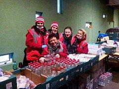 Pětice dobrovolnic ze Slovácka na slovinsko-chorvatské hranici. Miroslava Havlíková je první zleva.