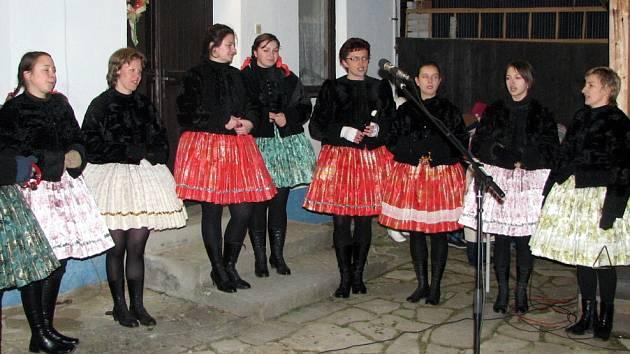 Pěvecký sbor žen z Tupes okouzlil diváky už při svém prvním vystoupení.