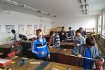 Ve školních dílnách ZŠ a MŠ J. A. Komenského v Nivnici  to opět žije! Od začátku tohoto školního roku se hoši 6. – 9. ročníku vrhli pilně do práce.