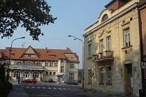 Dům v blízkosti hradišťského vlakového nádraží, ve kterém sídlí umělecká škola, chce město příští rok prodat.
