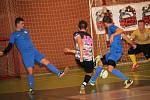 Futsalisté týmu Bazooka Uherské Hradiště vyhráli ve druhé lize i sůj třetí zápas, tentokrát porazili Vyškov (v modrém) 7:4.