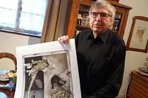 Autorem cen odborné kritiky Největší z pierotů 2016 je významný současný výtvarník Vladimír Suchánek.
