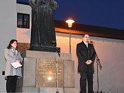 Národní symbol naší republiky - Československá, nyní Česká státní vlajka, se výtvarníkovi Marku Vráblíkovi stala  v Uherském Brodě předlohou pro vytvoření památníku událostí v listopadu 1989.