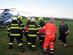 Pro řidiče volkswagenu musel transportovat vrtulník.