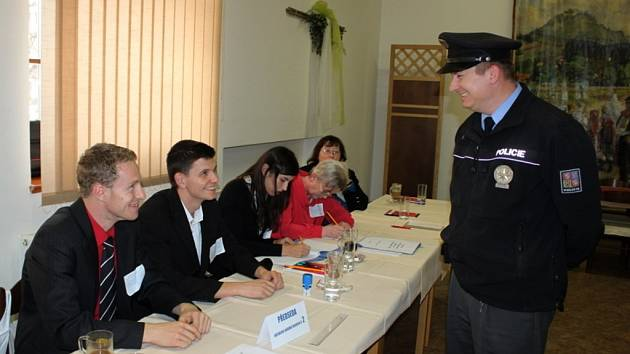 Sál buchlovické restaurace U Páva se proměnil o víkendu ve volební místnost.