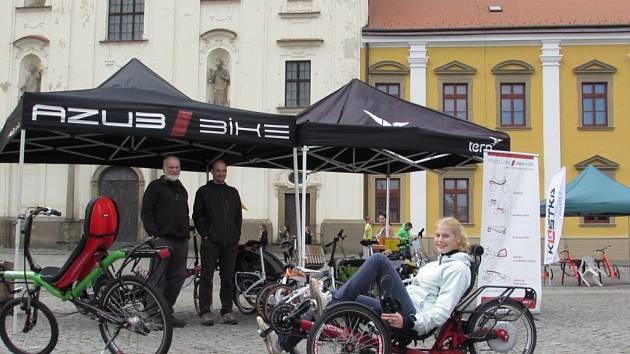 Přesvědčit také obyvatele Slovácka o ekologičtějším přístupu ke svému okolí, se v pondělí 22. září snažili organizátoři Evropského dne bez aut na Masarykově náměstí v Uherském Hradišti.