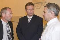 Seminář o ochraně krajiny před riziky povodní připravil a moderoval staroměstský senátor Josef Vaculík (vlevo).