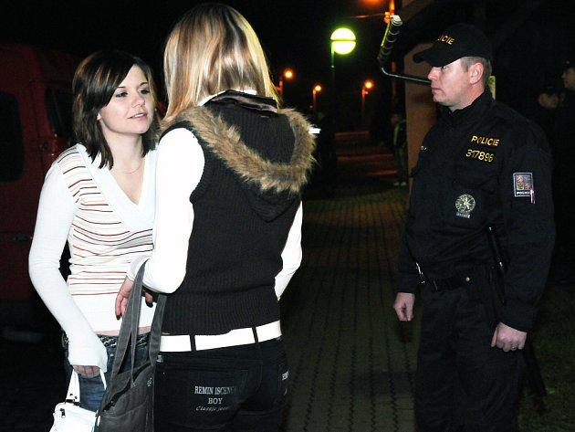 Policisté kontrolovali alkohol u nezletilých.
