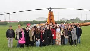 Při posledním zvonění si třídní učitelku vyzvedl vrtulník