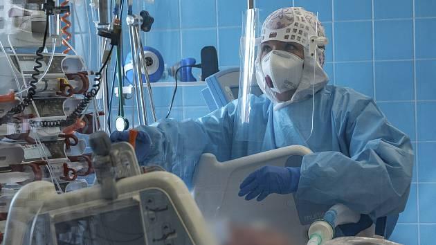 Zdravotníci v době koronavirové pandemie.