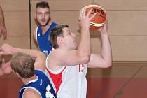 Basketbalisté Uherského Brodu o víkendu prohráli s Olomoucí 67:83 a porazili Žďár nad Sázavou 100:43. Michael Dostál (na snímku) zaznamenal v těchto zápasech dohromady 41 bodů.