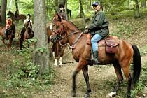 V čele desetičlenné skupiny jede rančer Antonín Nevřiva.