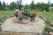 Padesátiny slavili dolněmčanští zahrádkáři programem ve svém zázemí v zahradě a v suterénu kavárny Na Mlýně.