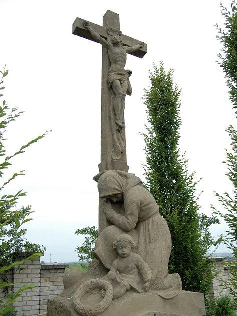 Pomník padlých hrdinů na Huštěnovickém hřbitově.