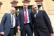 Ministr zemědělství Petr Bendl (uprostřed) s Liborem Lukášem (vlevo) a starostou Holešova Zdeňkem Janalíkem.