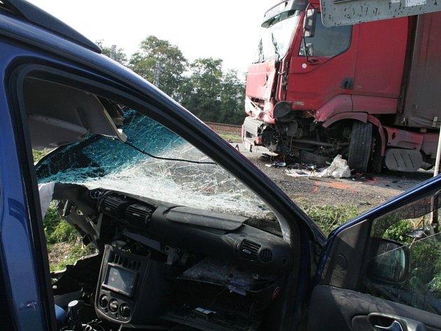 Tragická dopravní nehoda se smrtelným zraněním zastavila dopravu mezi Starým Městem a Kostelany nad Moravou.