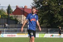 Fotbalisté Starého Města (modré dresy) v neděli nestačili na Zborovice.