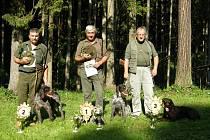 Se svými svěřenci jsou zleva Antonín Straňák, Zbyněk Hasmanda a Miroslav Sádloň.