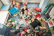 1. RODINA. K tomu není co dodat. Štastný jsem tam, kde jsme všichni, tedy my čtyři a s tisíci hračkami.
