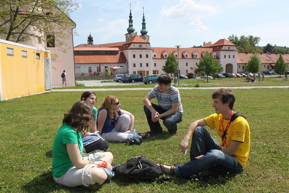 Časné odpoledne využili vysokoškoláci k výměně zkušeností i ke sportovním aktivitám.