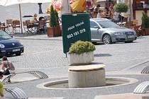 Piedestal na Havlíčkově ulici je dokončen. Zbývá umístit umělecké dílo. Termín jeho instalace ale nezná ani tvůrce.