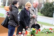 Pietní akt u pomníku a pietního místa tragédie z 24.2.2015 v Uherském Brodě.