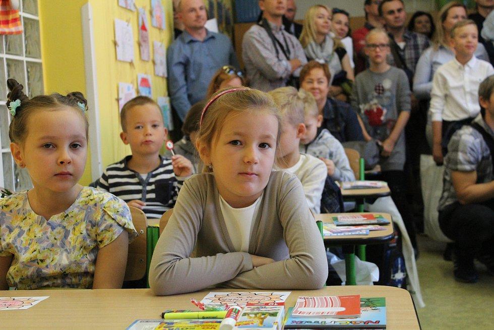 I na Základní škole UNESCO v Uherském Hradišti přivítali celkem šedesát prvňáčků v první školní den.