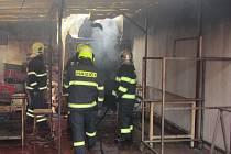 Hasiči v Uherském Ostrohu zasahovali u hořící udírny.