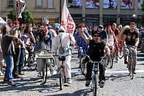 Milovníci dobré zábavy, proslulé jízdy na historických kolech a se společným pohledem na svět si dali v sobotu dopoledne už pětatřicáté dostaveníčko na akci Giro de Pivko u Orlovny na Mariánském náměstí v Uherském Hradišti.