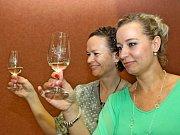 Velikonoční koštování vína v Břestku