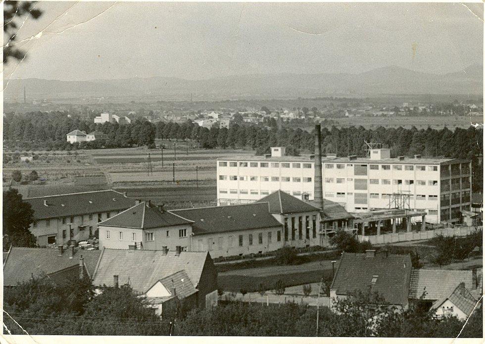 Fabrika Otmy v březnu roku 1947.