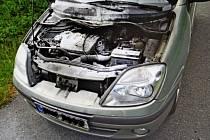 Osobní auto hořelo během jízdy