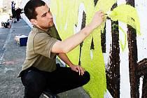 Vesměs mladí lidé, kteří tvoří graffiti, vystupují jen pod přezdívkami.