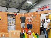Jaromír Bilka a Adam Novák ze Střední odborné školy a Gymnázia Staré Město se díky své práci na šestistranné lavičce z modřínu vyšplhali v celostátní soutěži truhlářů SUPO 2016 na skvělé třetí místo.