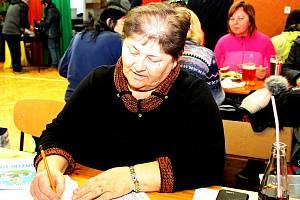 Ludmila Višňovská se dodnes podílí na organizaci výšlapu okolím Břestecké skály.