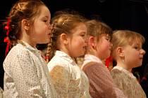 Na křtu vystoupily i děti ze souborů, které Vlastimil Ondra vede.