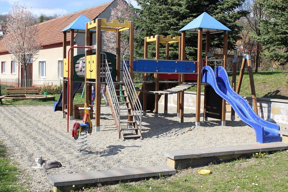 Prohlídka obce Ořechov. Dětské hřiště