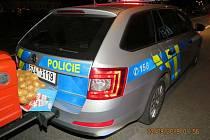 Nárazem do auta policejní hlídky vyvrcholila série výstřelků muže za volantem traktoru ve Starém Městě.