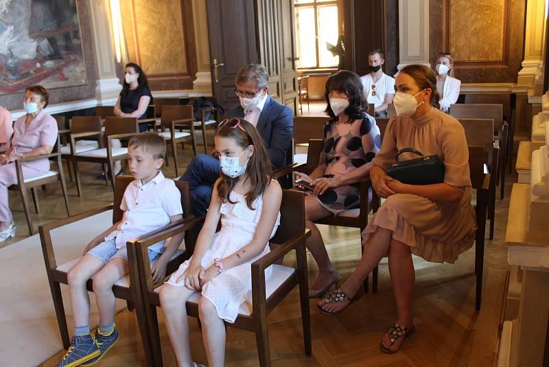 Vítání prvního hradišťského občánka roku 2021 v obřadní síni tamní radnice starostou města Stanislavem Blahou.