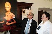 Poslanec Plachý s manželkou se nechali zlákat Šetlíkovými fotografiemi.