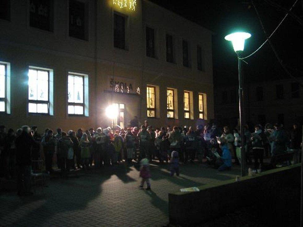 Celorepubliková akce Deníku Česko zpívá koledy se letos uskutečnila také v Pitíně.