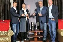 Slavnostní přípitek. Speciální řadu vín poprvé představili světu Pavel Kuka, Martin Ditmar, Břetislav Jakubík a Miroslav Kadlec 29. září v Praze.
