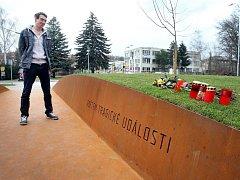 Pietní místo obětem střelby z 24. 2. 2015 v Uherském Brodě.