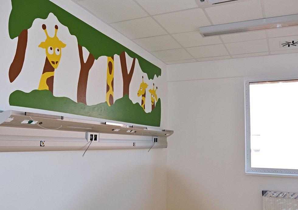 Výzdoba dětského oddělení studenty ze Střední uměleckoprůmyslové školy v Uherském Hradišti.
