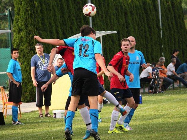 Fotbalisté Sušic (v modrém) doma porazili Dolní Němčí B 5:0.