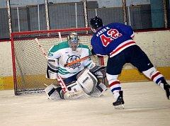 O vítězi utkání okresní hokejové ligy mezi hradišťskými celky Shooters a Rangers musely rozhodnout až samostatné nájezdy.
